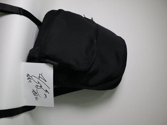 JTBC 예능 프로그램 '악플의 밤'의 김종민이 2019 위아자 나눔장터에 백팩을 내놨다. [사진 위스타트]