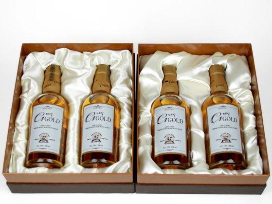 조성제 BN그룹 회장은 27년산 매실골드 두 병을 보내왔다. [사진 아름다운가게 부산본부]