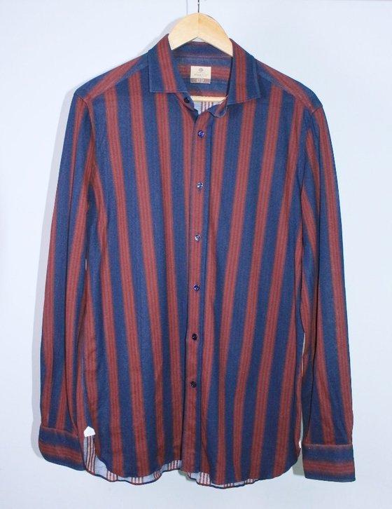 MC 전현무의 셔츠 한 점이 명륜역점에서 특별판매된다. [사진 위스타트]