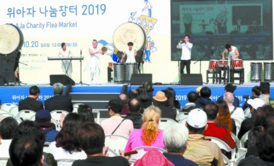 서울 광화문광장 식전 행사 무대를 장식한 타악그룹 '붐붐'의 무대. 강정현 기자