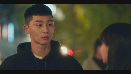 배우 박서준은 '이태원 클라쓰' 3회에 착용한 검정색 후드티를 기증했다. [사진 JTBC]