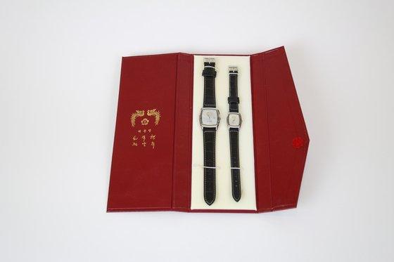 김경수 경남지사는 노무현 전 대통령에게서 선물받은 커플시계를 '위아자 나눔장터 2020' 부산행사에 기증했다. 사진 아름다운가게