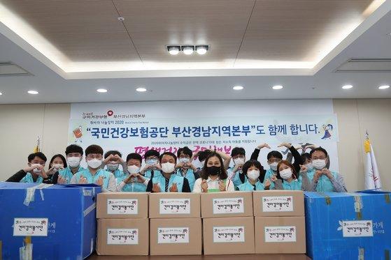 옳해 처음으로 위아자 부산행사에 참여하는 국민건강보험공단 부산경남지역본부가 모은 물품들. 송봉근 기자